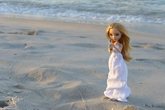 Ashlynn Ella in the sunset (Mus Parvulus) Tags: ashlynnella everafterhigh eah beach sunset whitedress doll