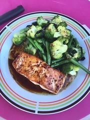 Gegrilde zalm met groenten en nori (tina.vanderauwera) Tags: chilipeper sojasaus olijfolie limoen nori look boontjes broccoli zalm