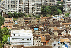 Daochuan Lane  against the high-rise Shilin Huayuan (avezink) Tags: daochuannong henannanlu jingtujie penglailu se vista oldtown shanghai china    historic heritage viewfromabove birdseye roofs film analog canoneos30
