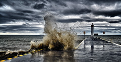 DNZ_4906_00003 (Alberto Donzelli) Tags: lake wave splash weather storm marina