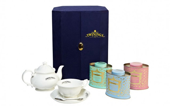 Twinings Diamond Jubilee Commemorative Blend tin cases come in green, blue and pink