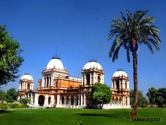 Noor Mahal Bahawalpur (Tanwir Jogi) Tags: travel pakistan building green beautiful trekking trek cannon traveling archetecture punjab tours lahore dats treks jogi g9 bahawalpur beautifulpakistan trekkinginpakistan noormahal cannong9 tanwir nurmahal travelinginpakistan thetrekkerz tourisminpakistan tanwirjogi noorpalance nurpalace