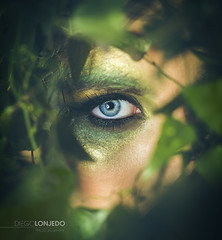 La mira de Eros I (lexias) Tags: portrait naturaleza verde fashion azul hojas arbol ojo retrato fantasy bosque fantasia misterio lonjedo
