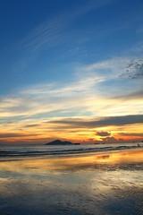IMG_9213 -  Lung Kwu Tan (Mak_Ho) Tags:  lungkwutan  tuenmun  hongkong  sunset  sunsetclouds  cloud  magichour  sea  wave  tides  scenicphoto  scenicsites  landscape  photography  canon 700d hongkonglandscape