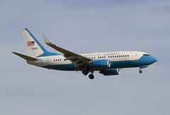 C-40C 05-0932 (Rod Martins Photography) Tags: 050932 932aw b737 blue c40 illinois ng rafmildenhall runway11 scottafb usaf vip white landing