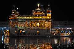 The golden ornament of all sikhs. (draskd) Tags: india sikh punjab kirtan amritsar incandescent sikhism goldentemple akali harmandirsahib gurduwara incredibleindia akaltakht gurbani sikhreligion goldencanopy nikond5000 draskd srigurunanakji amritsagar