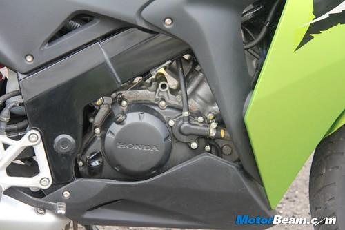 2012-Honda-CBR150R-16