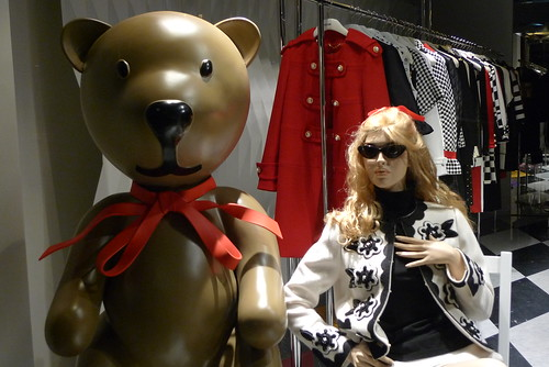 Vitrine Moschino - Paris, septembre 2012