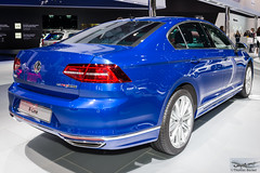 Volkswagen Passat R-Line (886497) (Thomas Becker) Tags: volkswagen vw passat limousine sedan stufenheck rline 2016 iaa2015 iaa 2015 66 internationale automobilausstellung ausstellung motor show mobilitt verbindet frankfurt hessen deutschland germany messe fair exhibition automobil automobile car voiture bil auto fahrzeug vehicle  c copyright thomas becker aviationphoto nikon d800 fx nikkor 2470 f28 geotagged geo:lat=50112013 geo:lon=8643569