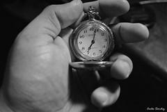 El tiempo esta en tus manos. (spawn5555) Tags: reloj cotidiano nikon d3000 casa home tiempo photography fotografia objeto