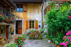 Courtyard in Yvoire, France (Mivr) Tags: france yvoire auvergnerhnealpes  fr traditional
