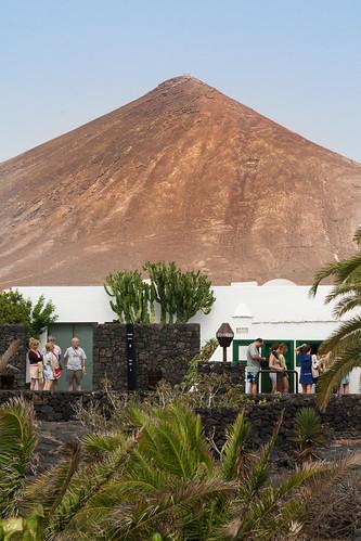 Casa y montaña Cesar Manrique