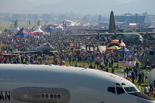 Besucherandrang auf der Airpower 2016 (IMG9011)
