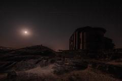 Necrópolis Sta María de la Piscina (Garimba Rekords) Tags: noche la rioja santa maria de piscina peciña cielo estrellas iglesia necrópolis panorámica luz roja