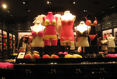 Victoria's Secret London New Bond Street (thinkretail) Tags: pink beauty store magasin underwear lifestyle lingerie laden tienda boutique negozio intimate victoriassecret fragrance flagship storeopening newbondstreet limitedbrands summer2012