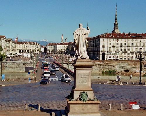 Statue de Victor-Emmanuel Ier, pont Victor-Emmanuel Ier et place Vittorio Veneto, Turin, Piémont, Italie.