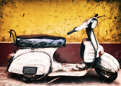 Scooter Grunge (NEOTRINOS) Tags: india texture vintage scooter d60