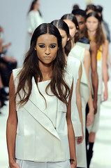 LFW: Heohwan Simulation (ovofrito) Tags: london fashion moda clothes desfile londres runway lfw catwalk passarela
