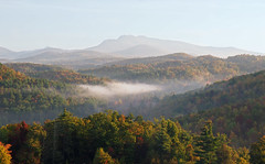 Grandfather Mountain, North Carolina (Lonnie Crotts) Tags: mountains fallcolor northcarolina blueridgemountains blueridgeparkway blueridge grandfathermountain northcarolinablueridgeparkway