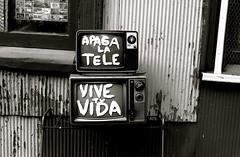 Apaga La Tele (jleathers) Tags: chile bw streetart southamerica valparaiso apagalatele vivetuvida