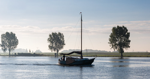 Varen op de Bergsche Maas - Cruising on a Dutch river