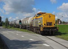 Vlaardingen, bediening Vopak (Ahrend01) Tags: vlaardingen vopak shunter v100 ketelwagens goederentrein hoekse lijn