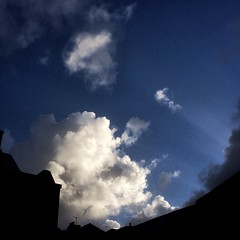 Daybreak (Caroline Oades) Tags: sunbeams sky morning daybreak westsussex chichester cloud