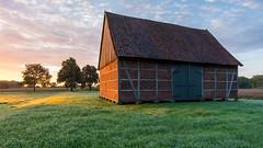 Mäusescheune im Morgenlicht (webpinsel) Tags: scheune morgenstimmung mäusescheune landschaft sonnenaufgang hiddingsel dülmen natur münsterland