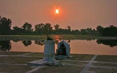 INDIEN, india Khajuraho-See, Abendstimmung, 14251/7119 (roba66) Tags: indienkhajuraho indien indiennord asien asia india inde northernindia urlaub reisen travel explore voyages visit tourism roba66 spiegelung mirror reflejos reflection reflektion riflesso riflessioni reflect reflections glass reflexo wasser water see lake teich sonnenuntergang sunset sundown atardecer amanecer sonne sun coucher de soleil madhya pradesh khajuraho