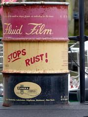 Widerspruch-contradiction (Anke knipst) Tags: rost rust tonne hamburg germany barrel fass elbfest schiff eureka fluid spruch zitat quote