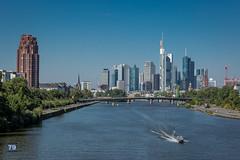 Frankfurt am Main (photo79.de - Sebastian Petermann) Tags: skyline frankfurtammain ffm wolkenkratzer main maintower hessen fluss boot hochhaus ufer brcke westhafen franjfutwesthafen