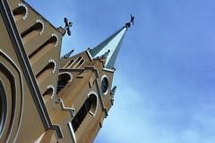 Parte da fachada e torre da Parquia de Pedreira (marcusviniciusdelimaoliveira) Tags: igreja parquia torre fachada pedreira cu sky cuazul bluesky nuvem nuvens cloud clouds telhado cruz
