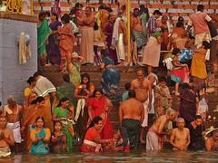 INDIEN, Varanasi (Benares) frhmorgends  entlang der Ghats, 14422 (roba66) Tags: varanasibenares indienvaranasibenaresfrhmorgendsentlangderghats benares varanasi ganges ganga ghat pilgerstadt pilger hindu hindui menschen people indianlife indianscene history brauchtum tradition kultur culture indiansequence historie historic historical geschichte hinduismus