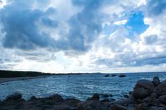 Il mare in Sardegna a metà settembre. (paleblood) Tags: september clouds waves sky mare sea summer paesaggio paesaggi landscape sardegna