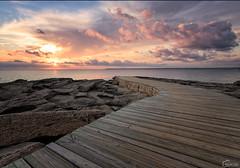 Puesta de sol - Colnia de Sant Jordi (piclex) Tags: sunset puestadesol mallorca baleares pasarela cielo naranja nubes rocas colniadesantjordi