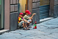 < La voglia di giocare > (pigianca) Tags: portrait game color children nikon colore puppet bambini tuscany streetphoto siena busker toscana pinocchio ritratto gioco puppeteer candidphoto burattino artistadistrada burattinaio d700