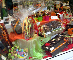 Vitrine de chocolats Pralibel - Tours (Grand Htel de Tours) Tags: boutique tours chocolatier touraine chocolats coffretgourmand pralibel chocolattours coffretgastronomie meilleurschocolatstours