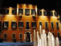 Sinfonie! (fata_ci) Tags: night case luci acqua notte finestre fontane