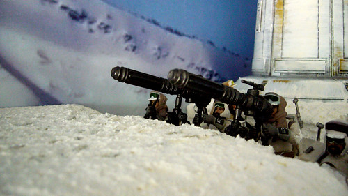 "Battle of Hoth diorama - rebel gunners in snow trench • <a style=""font-size:0.8em;"" href=""https://www.flickr.com/photos/86825788@N06/7949266094/"" target=""_blank"">View on Flickr</a>"