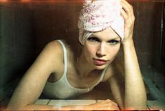 wochenende, exa1a, dusche und blumenhandtuch, was will man mehr? (pixelwelten) Tags: portrait art analog mediumformat kunst hamburg sensual nah analogue delicate intimate mittelformat nachhaltig rüdigerbeckmann beyondvanity jenseitsvoneitelkeit