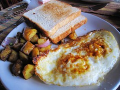 Breakfast (MelindaChan ^..^) Tags: nepal food breakfast bread yummy egg mel eat potato meal melinda pokhara  chanmelmel melindachan