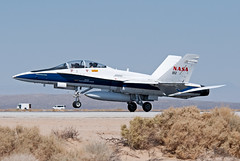 mcdonnell douglas f/a-18b hornet (MatthewPHX) Tags: california nikon force air flight social center nasa research hornet airforce f18 douglas edwards base afb mcdonnell fa18 mcdonnelldouglas airforcebase dryden edwardsairforcebase d90 drydenflightresearchcenter fa18b nasasocial