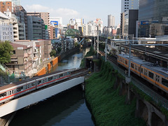 Ochanomizu Sta. (Simon*N) Tags: street bridge sky station japan train river tokyo metro olympus 日本 東京 kanda ochanomizu omd 神田 御茶ノ水 丸ノ内線