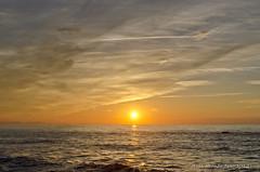 Puesta de sol (Jesher64) Tags: ocean sunset sea costa sol clouds atardecer gold golden coast mar nikon wave down nubes cote puesta francia euskadi biarritz ola oceano atlantico cirros euskal herria cantabrico basques cmulos d5100