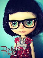 Dakota Pink has arrived, she is a custom by Greta of ShePuppy. She's adorably geeky and I LOVE her <3