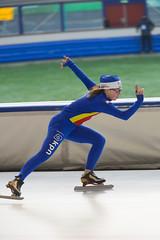A37W6352 (rieshug 1) Tags: speedskating schaatsen eisschnelllauf skating nkjunioren knsb nkjuniorenallroundafstanden afstanden allround 50010001500massstart demeent alkmaar sportcomplexdemeent juniorenc ladies dames 500m