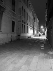 Venezia_204_1718 (Dubliner_900) Tags: olympus omdem5markii mzuikodigital17mm118 micro43 venezia venice veneto bw biancoenero monochrome notturno nightshot handheld streetphotography