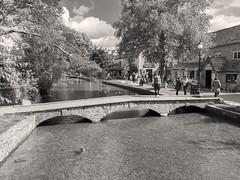 Bourton-On-The-Water (Ed Tottenham) Tags: riverscene river bourtononthewate rgloustershire cotswolds bridges bourtononthewater england