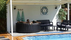Jacuzzi En el Porcho de la Piscina (brujulea) Tags: brujulea casas rurales con spa ordis gerona girona cal sabater jacuzzi porcho piscina