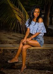 Terisa (01_0078A) (ronnie.savoie) Tags: africanamerican black noir negra woman mujer chica muchacha girl pretty guapa lovely hermosa browneyes ojosnegros brownskin pielcanela portrait retrato model modelo modle smile sonrisa sandybay roatan roatn honduras hondurea catracha bayislands islasdelabaha diaspora africandiaspora